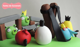 Tarta de los Angry Birds: atacando a los cerditos