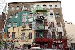 Οι καταλήψεις δίνουν χρώμα στις ασπρόμαυρες πόλεις!