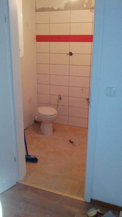 łazienka biało-czerwona, wystrój wnętrz