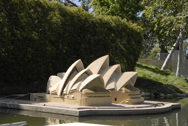 Sydney: Legoland l LadyD Books