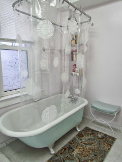 DIY Shower Curtain, Mod Podge Shower curtain, Mod Podge Doilies, Decoupage Shower Curtain, Decopuage Doilies, easy craft, how to mod podge, how to decoupage