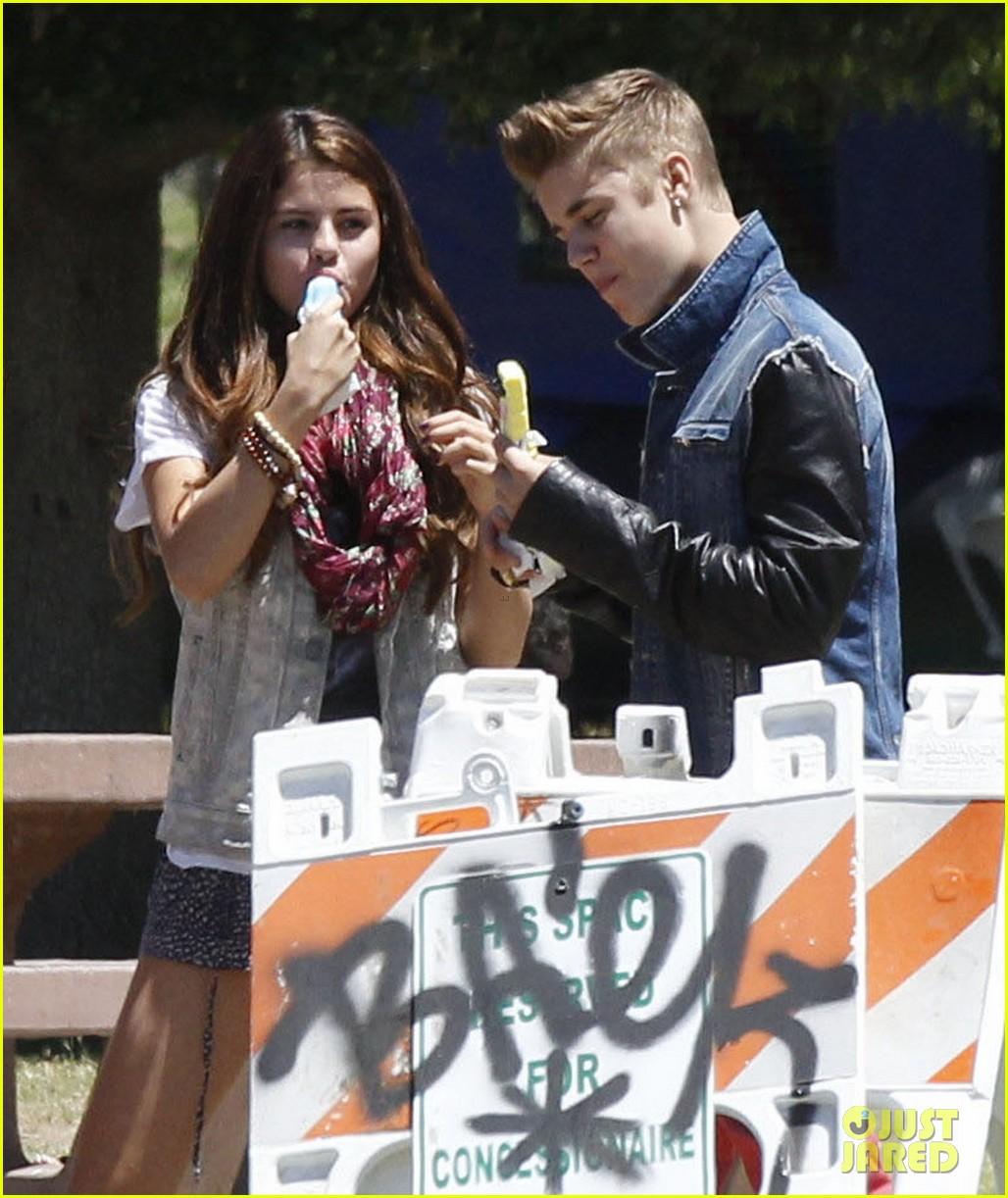 justin bieber with Selena Gomez 8