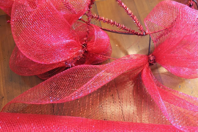 make your own deco mesh wreath