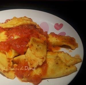 pasta with tomato sauce herbs and tuna roe - pasta fresca con sugo di erbe aromatiche e bottarga di tonno #pasta #italianpasta #pastafresca #freshfilledpasta