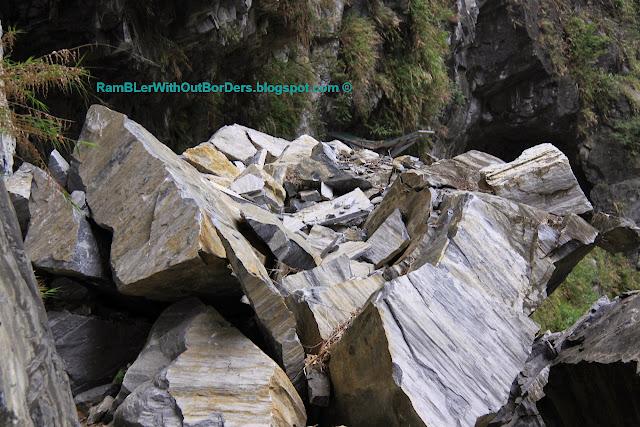 Fallen rocks, Tunnel of Nine Turns, Taroko Gorge, Taroko National Park, Taiwan