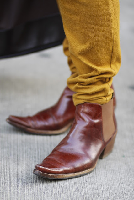 pointy chelsea boots seattle street style fashion yellow ochre pants