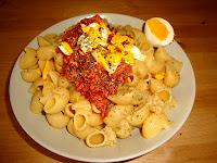 Pasta pipe rigate con atún y huevo