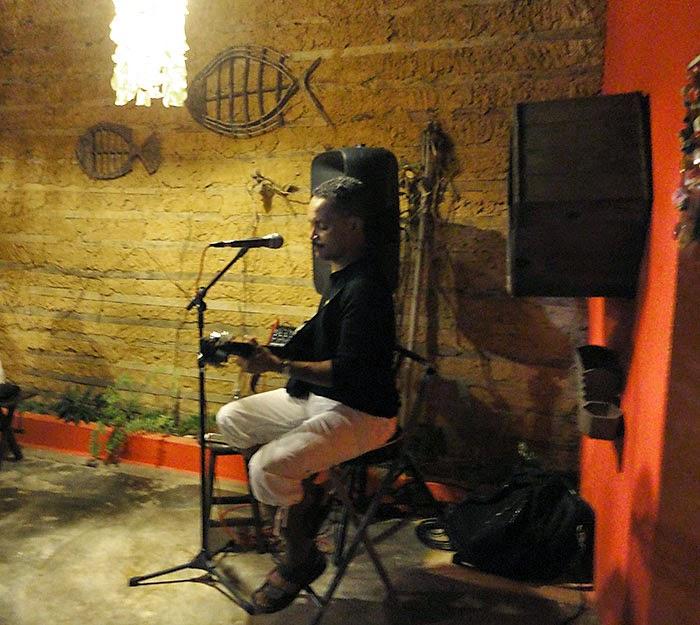 Na Creperia, uma música tranquila e gostosa na voz de Amaral Show