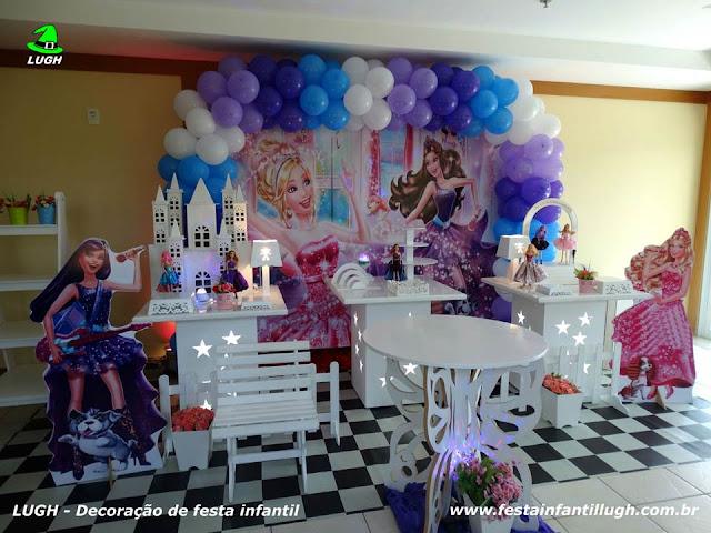 Tema infantil da Barbie Pop Star para decoração de festa infantil de meninas em mesa provençal - Barra RJ