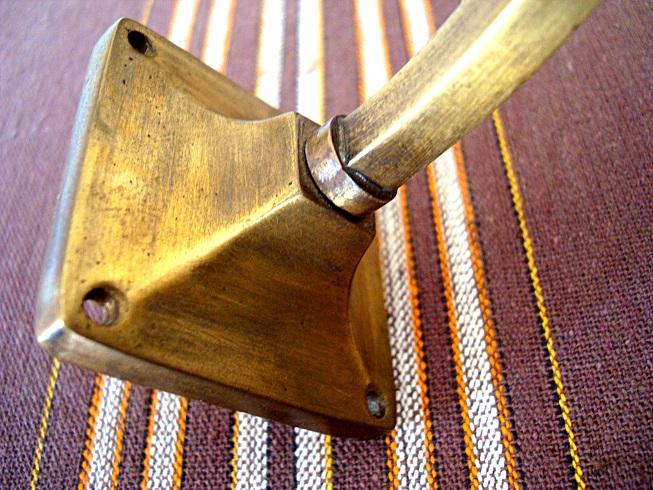 Kp tienda vintage online aplique antiguo de lat n con for Apliques de bronce para muebles