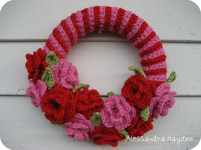 Free Crochet Pattern For Christmas Wreath : Just be happy!: Free Pattern: Crochet Wreath