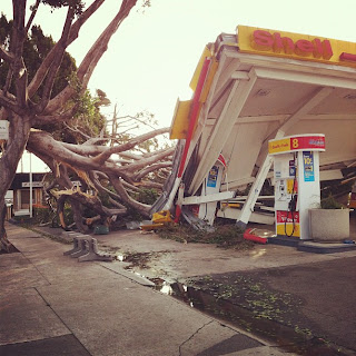 >Worst Santa Ana windstorm to strike California in 10 years brings widespread damage and power loss