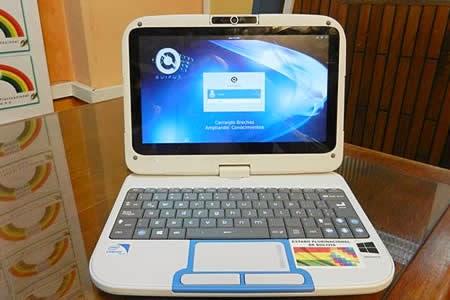 Ministro de Educación exige en Tarija dar uso a computadoras Kuaa