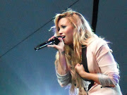 Demi Lovato: SUMMER TOUR!