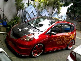 Mobil Honda Jazz Modifikasi merah motif