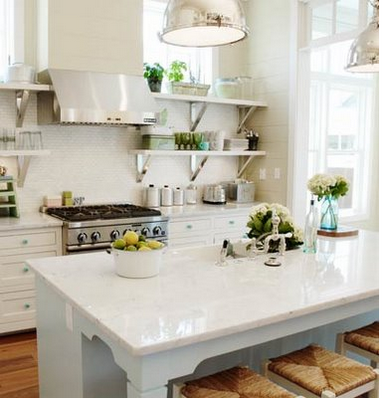 Pretty Old Houses: Shelves instead of Kitchen Cabinets?