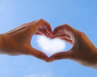 hand saying love