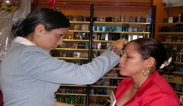 preparando rostro para el maquillaje