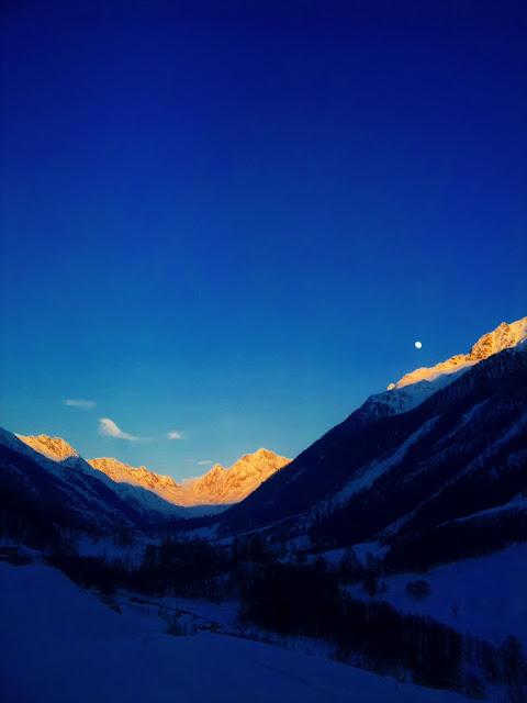 Talabfahrt Lauchernalp während Sonnenuntergang