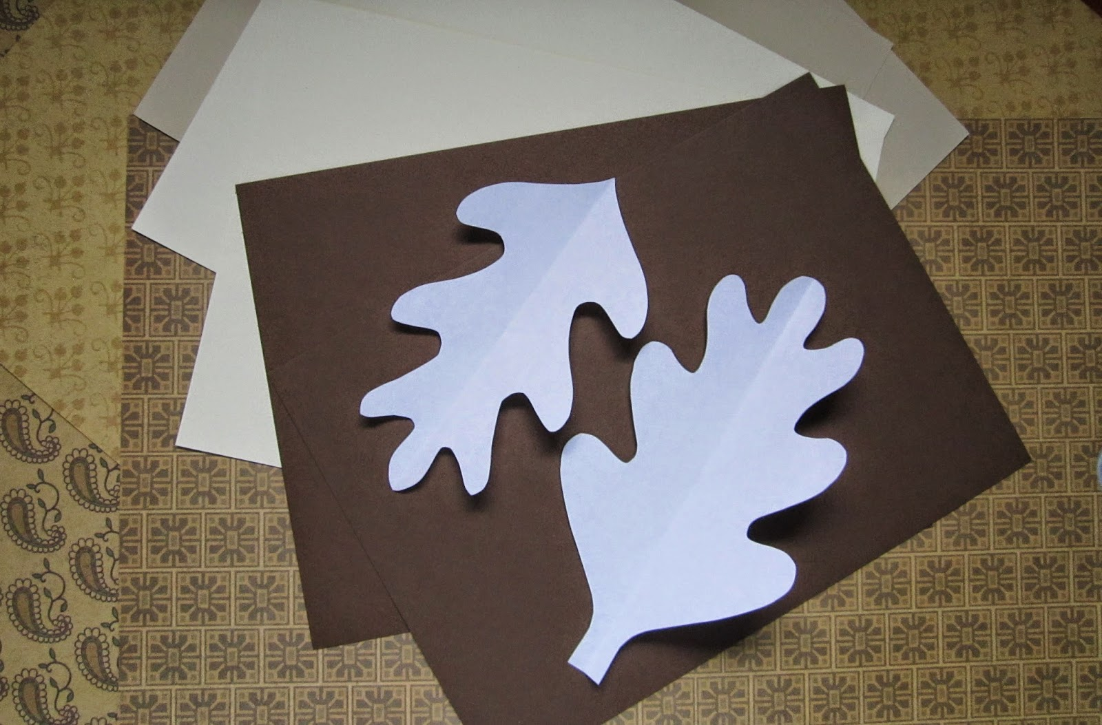 how to make a paper leaf garland