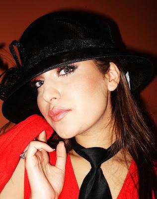 Mozhdah Jamalzadah Cute Afghan Singer Hot Photo Shoots