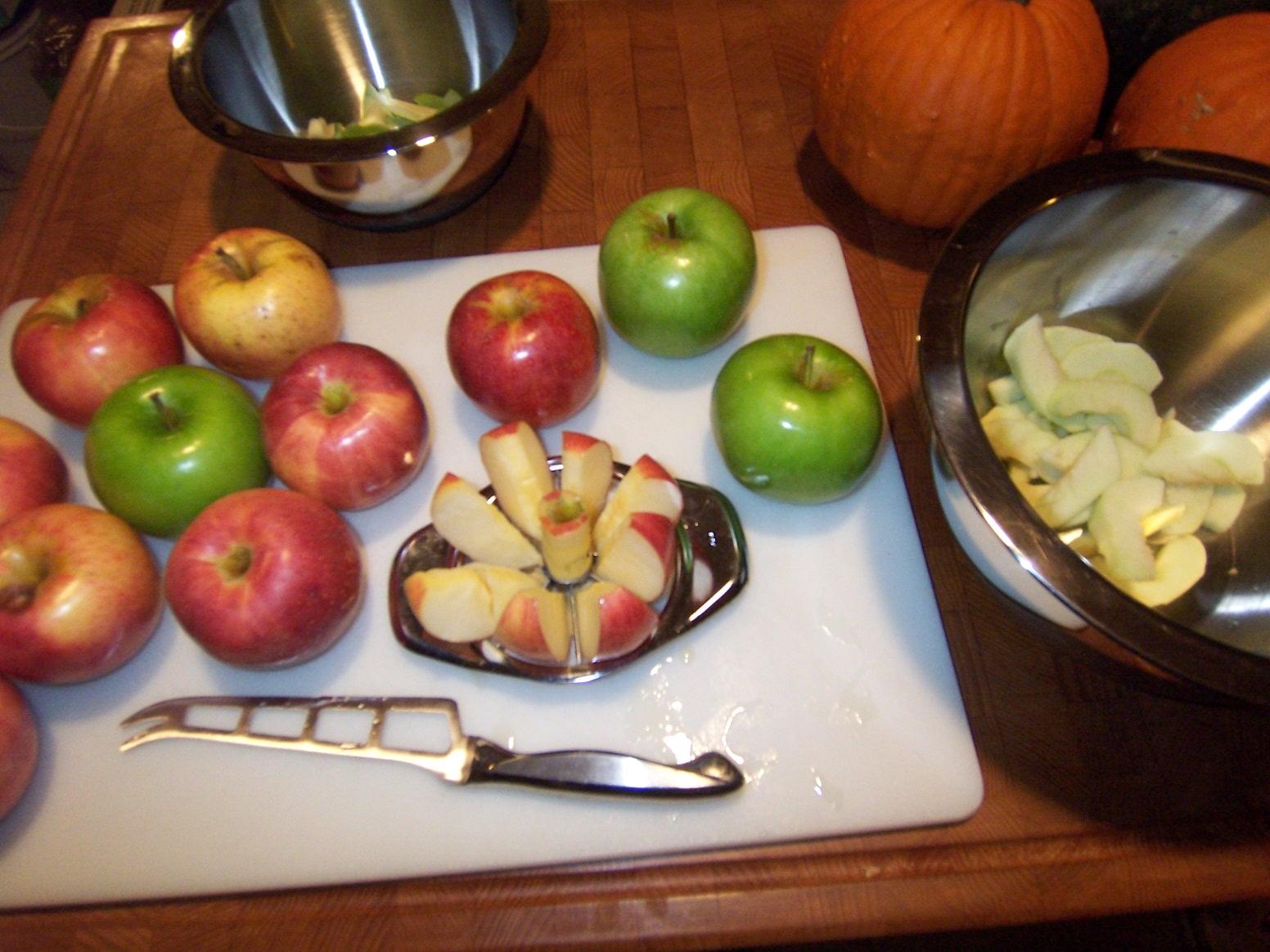Homestead central back to basics making easy homemade apple cider vinegar - Practical uses for the apple peels ...