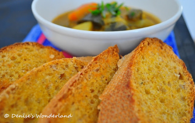 vegetable curry serves with gloden brown toasts
