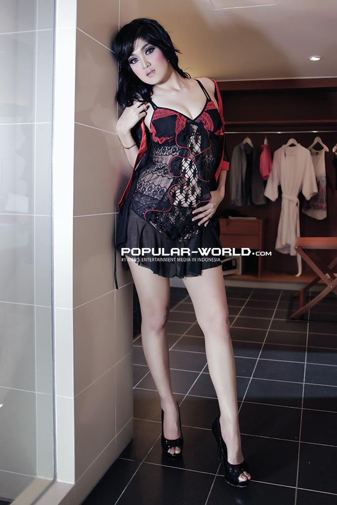 Foto Baby Juwita Artis Model Majalah Popular 2013