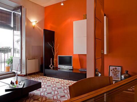 C mo pintar las paredes con colores vivos decorando mejor - Salones pintados en dos colores ...