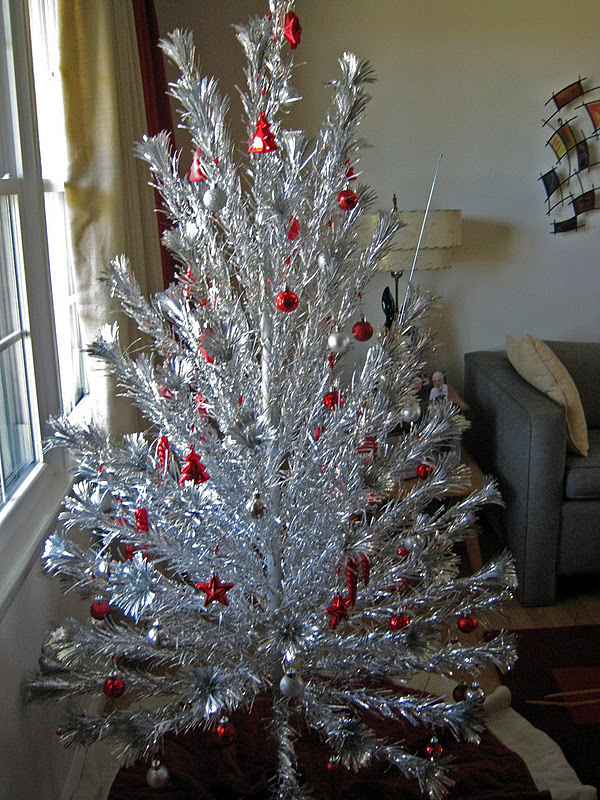 Gadding About with Grandpat: Our Vintage 1950s Aluminum Christmas Tree