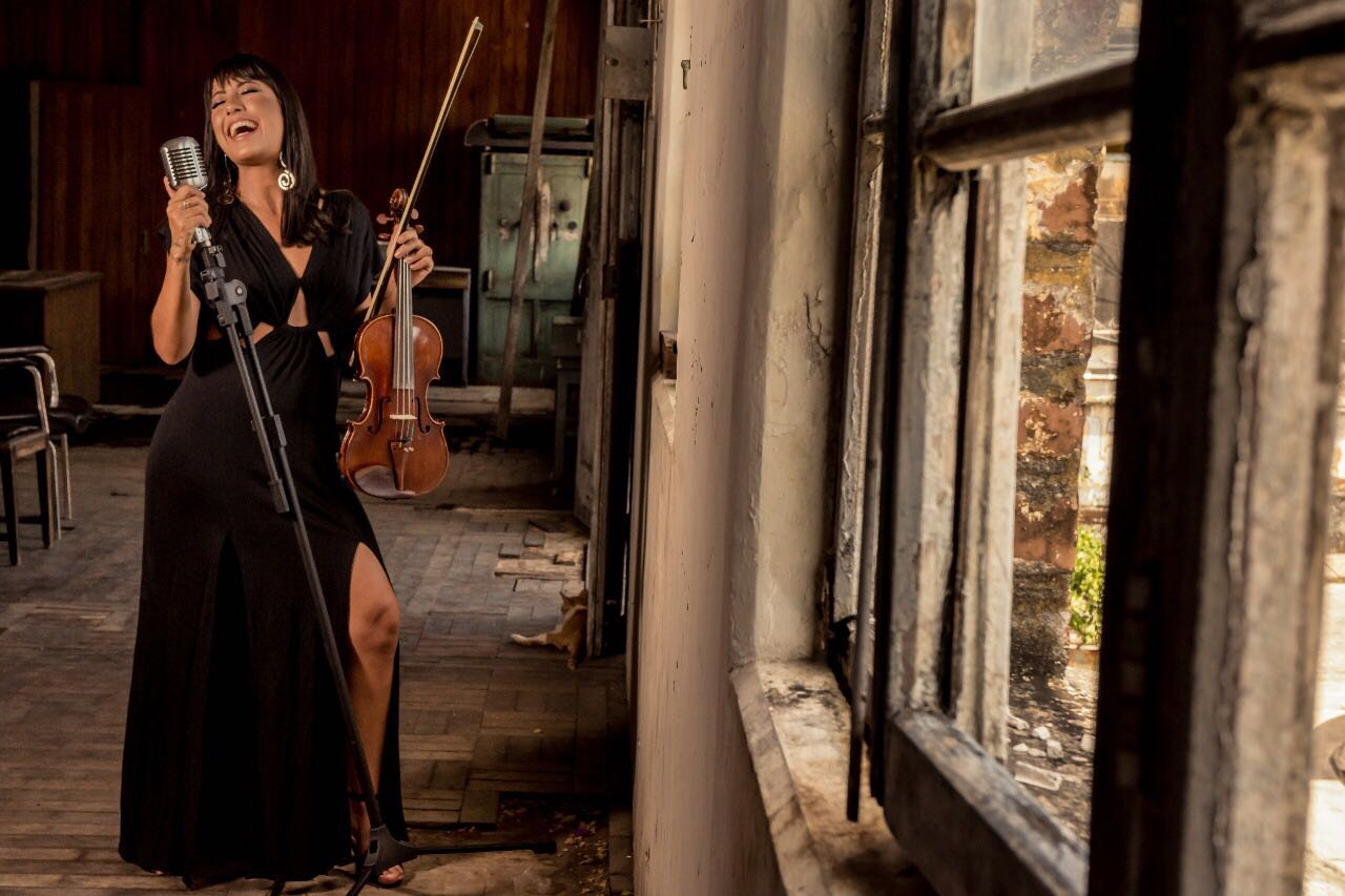 Belle Soares - Violinista e Cantora
