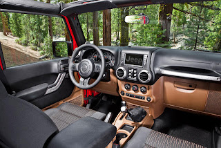 2012-Jeep-Wrangler-Unlimited-interior-02