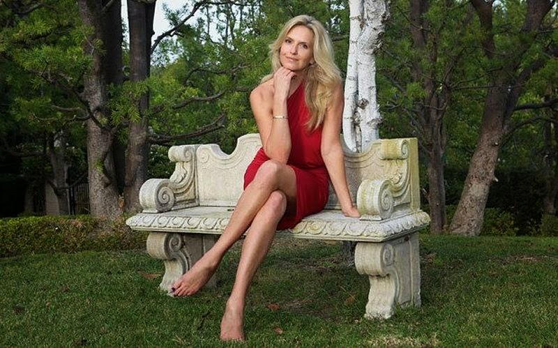 In a great diamond pose of anything! Penny Lancaster drawing her art with those red beautiful dress at her house in Beverly Hills.