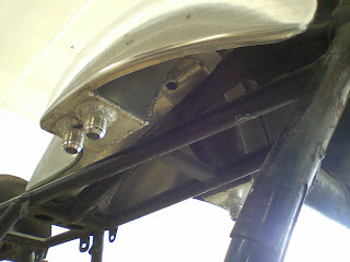 alloy tank with integrated oil