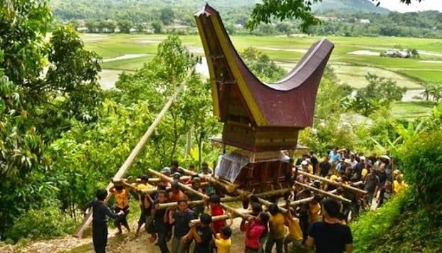 Suku Toraja Sulawesi Selatan dengan ritual Rambu Solo