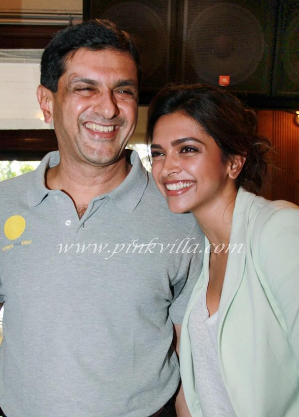 Sexy Deepika Padukone Wth Dad The Ocg Felicitation For Olympics