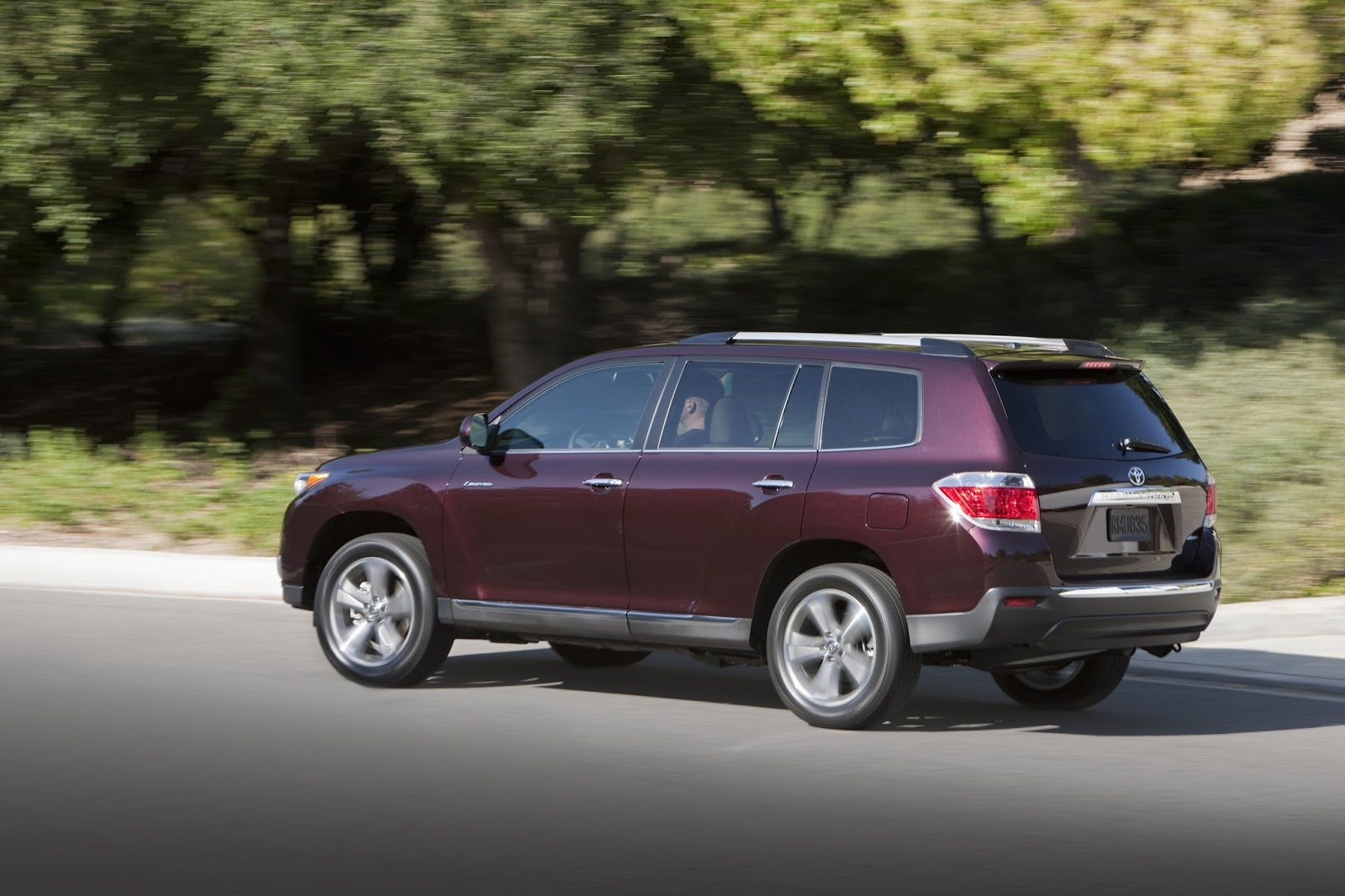 Rear 3/4 View Of 2013 Toyota Highlander