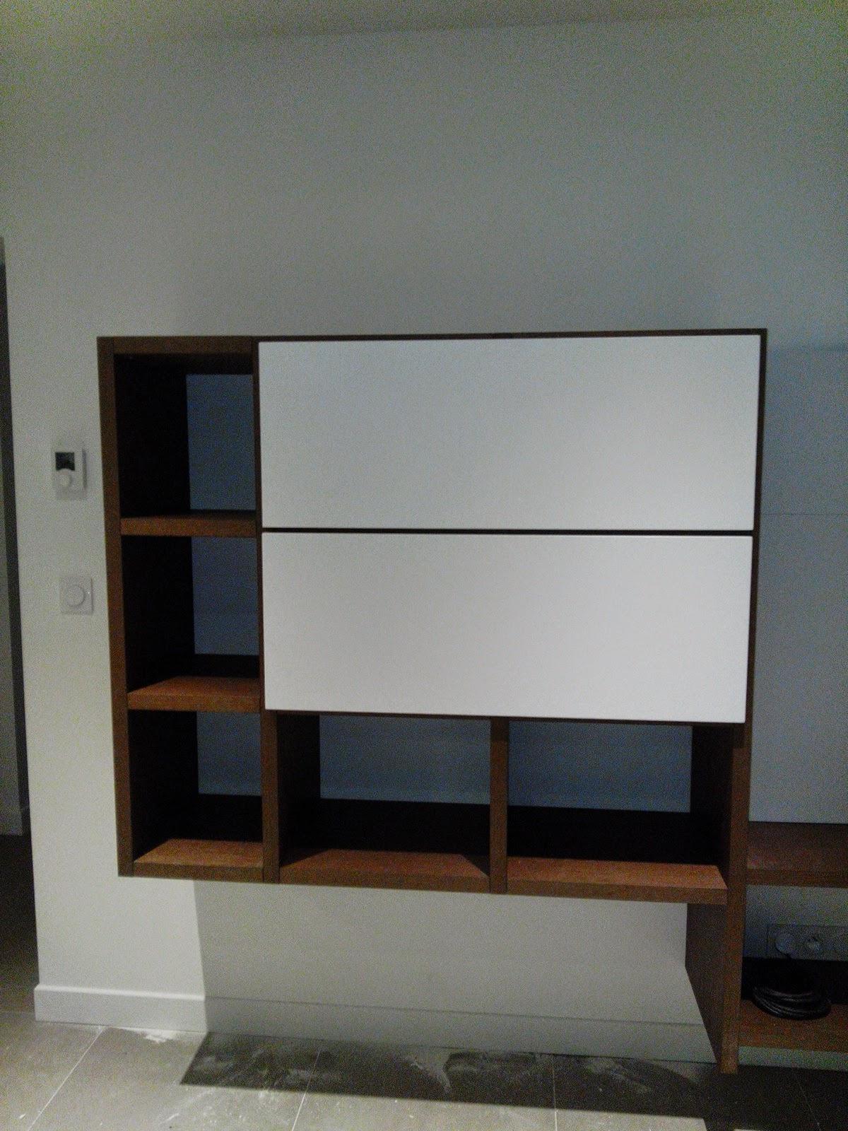 Base 33 meubles de salon suspendus l 39 italienne for Meuble hifi suspendu