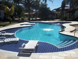 espreguicadeira prainha piscina azulejo