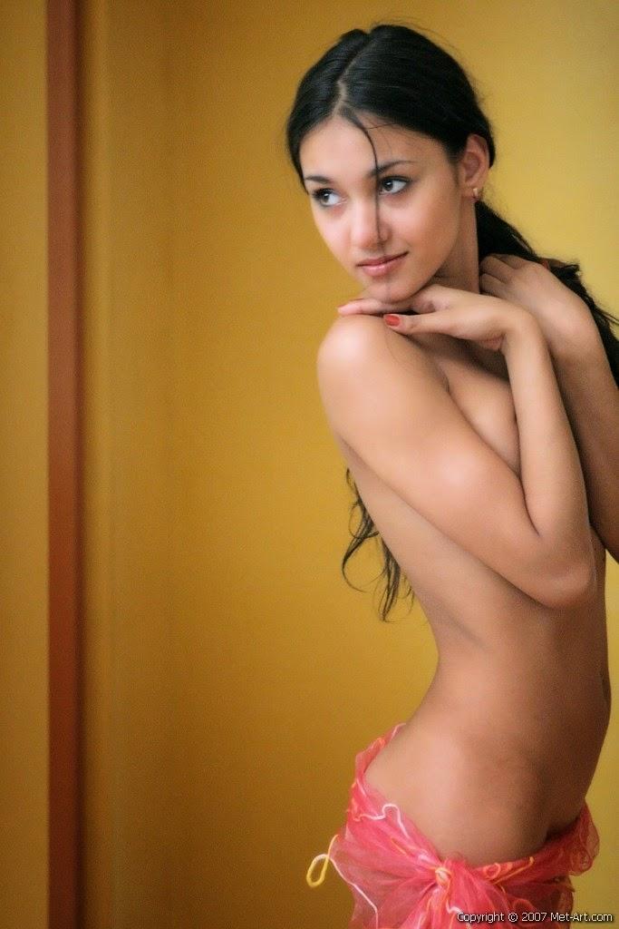 Hot Midget Jemma