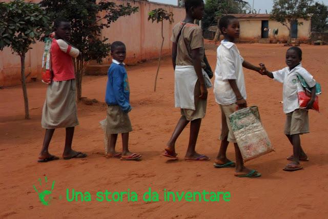 I bambini di Atchanvè tornano da scuola