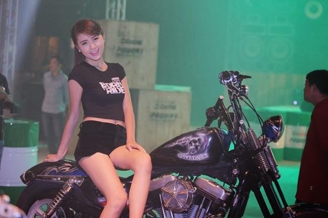 """Dàn mẫu xinh tại sự kiện """"Born to Ride"""""""