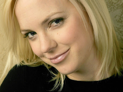 Anna Faris HD Wallpaper smileing