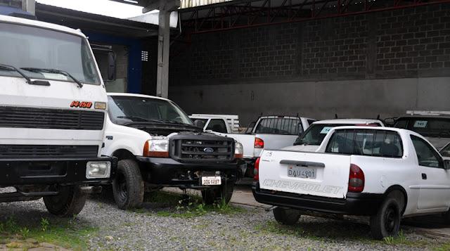 Sabesp realiza leilão de carros, motos e caminhões
