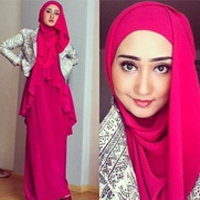 ... yuk kita simak bersama video tutorial hijabnya ala dian pelangi