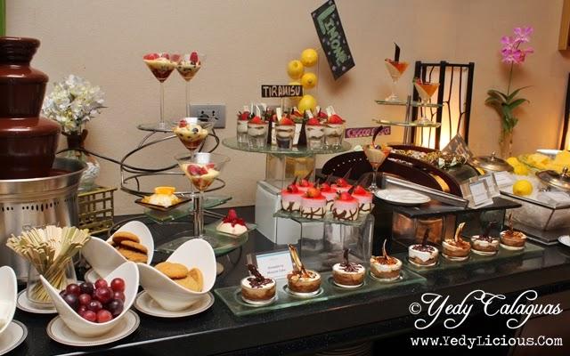 Italian feast buffet at oakroom restaurant oakwood manila for Italian buffet