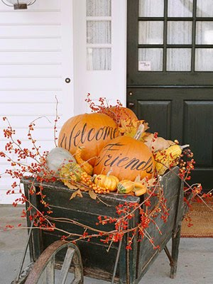 Anyone can decorate the fall front porch Beautiful fall front porches