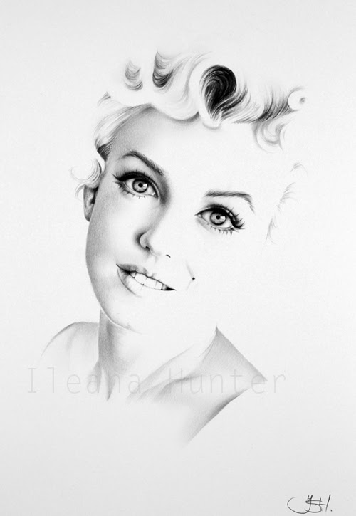 03-Artist-Ileana-Hunter-Minimalist-Hyper-Realistic-Portraits-www-designstack-co