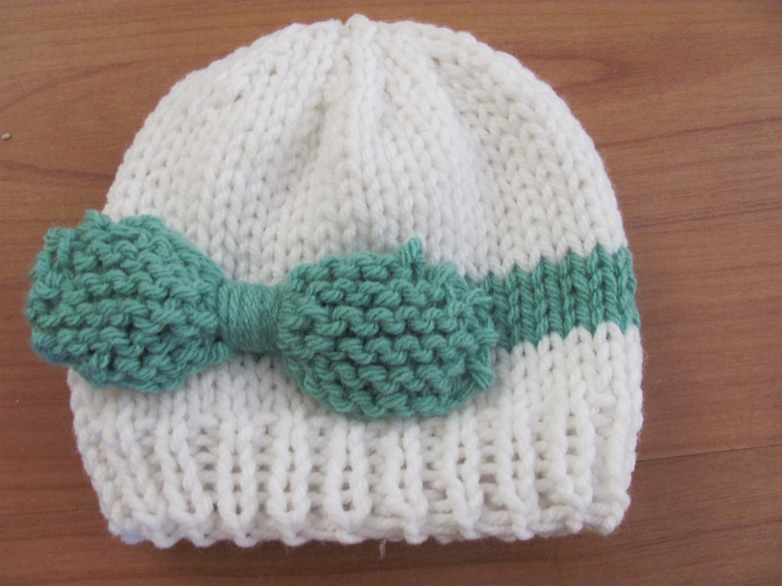 Knitted Baby Beanies Free Patterns : Twenty Something Granny: Knitted Baby Bow Hat