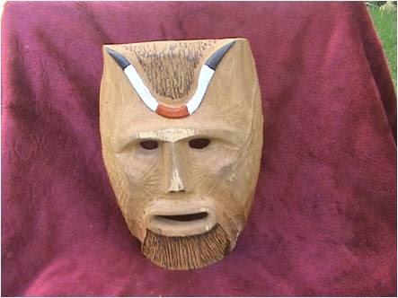 Mascara em madeira